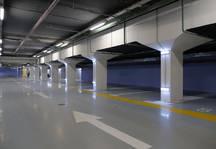 Парковки в «человейниках»: как можно решить проблему запаркованных дворов?