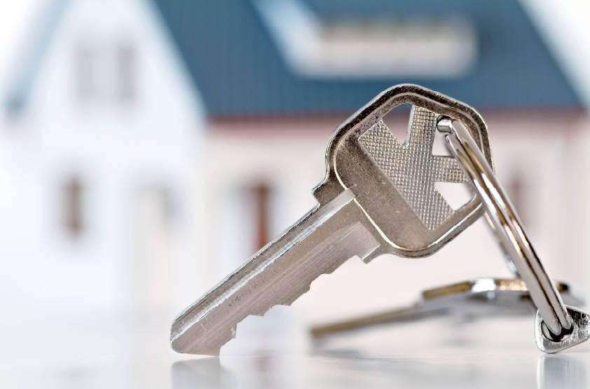 Коммуналка, хрущёвка или новая студия - сравниваем жильё первого выбора