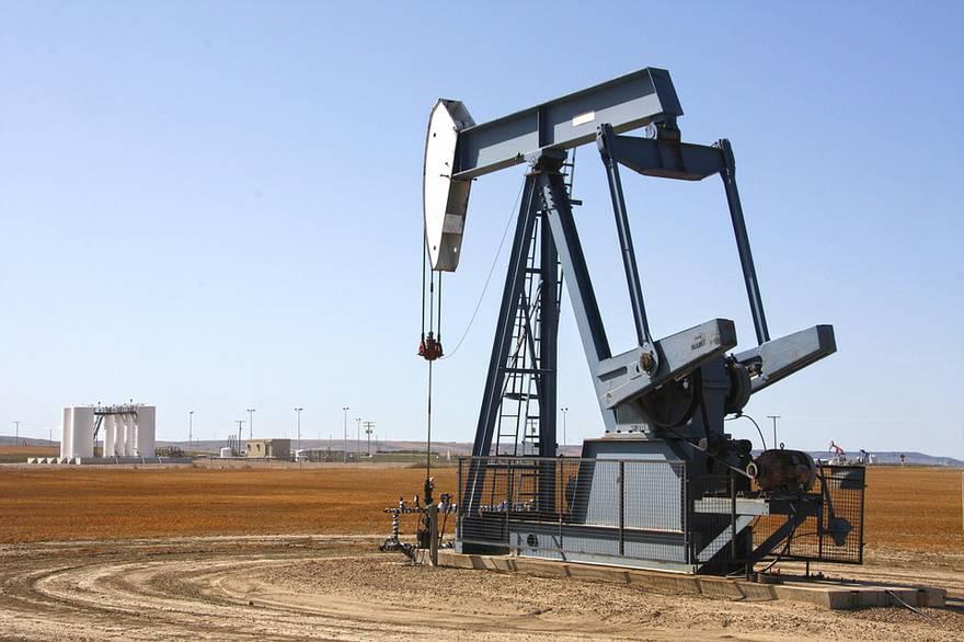 Нефть, бензин и квадратные метры: как влияет цена топлива на стоимость недвижимости?