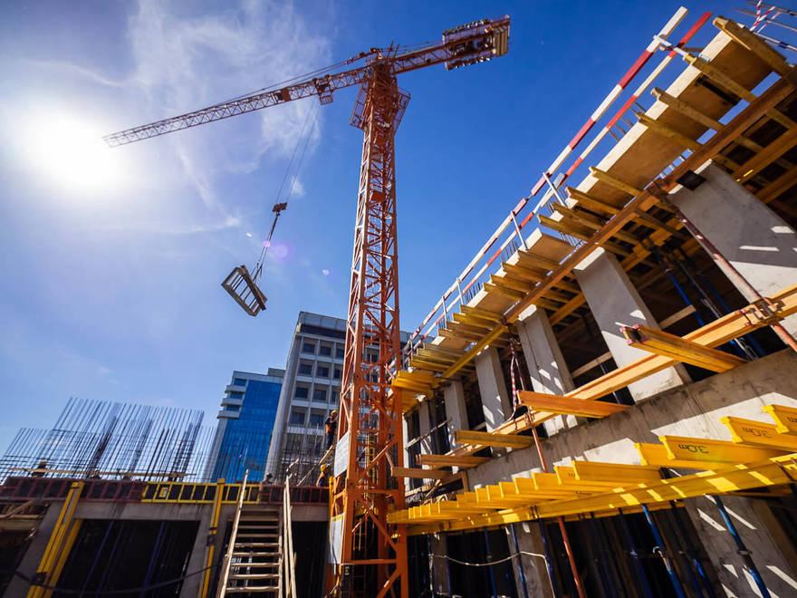 Майский дайджест: мошенничество на миллиард, метро на вырост, загородная недвижимость на нет, коллекторы без долгов