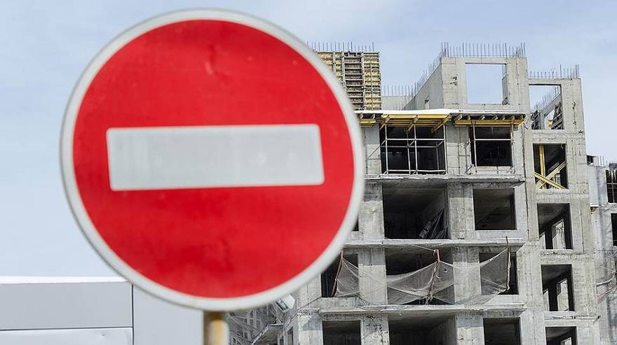 Июльские новости: голодные бунты, дутый спрос, дорожающие «однушки», «ПИК»-задержка