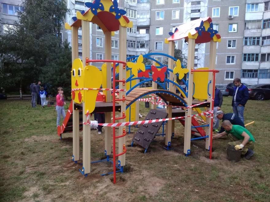 Детская площадка, установленная за счет жильцов