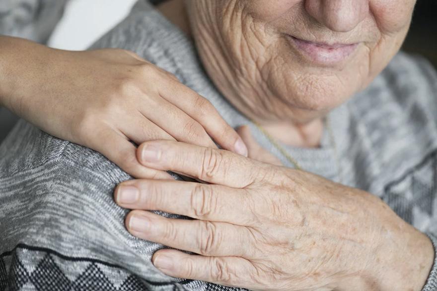 Уход за престарелыми может быть выгоден как помощнику, так и самому пенсионеру