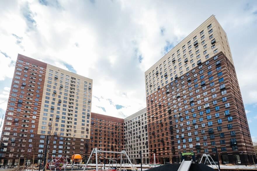 Пандемия заставила остановить стройки и обрушила продажи жилья
