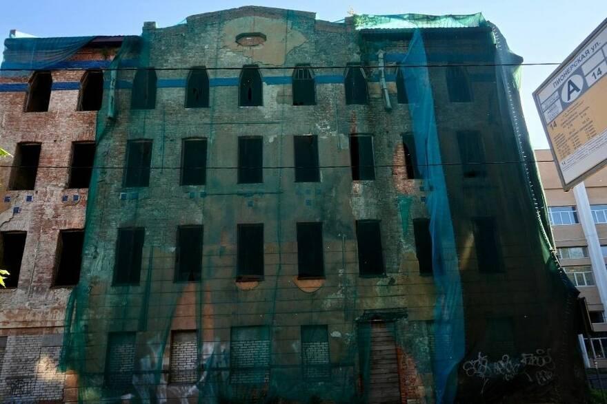 Заброшенное здание на улице Пионерской. Фото: Арина Бедрик