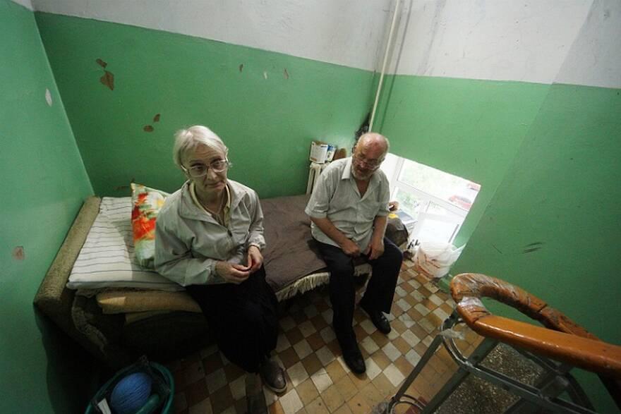 Екатеринбургские пенсионеры, оставшиеся без квартиры из-за мошенников