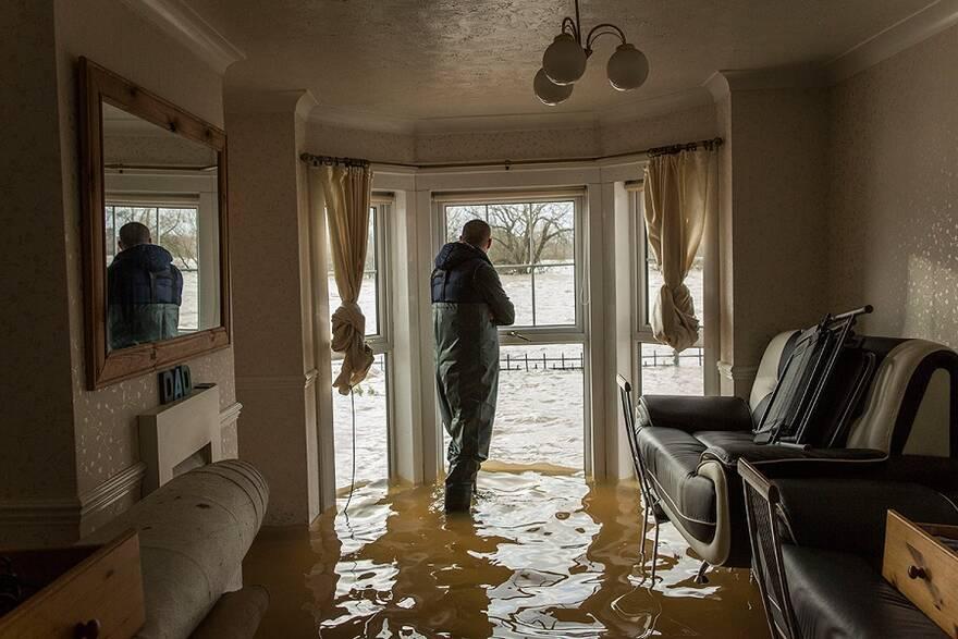 Как продать квартиру после пожара или потопа