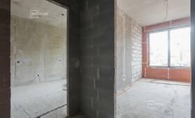 Ведутся работы по устройству внутренних инженерных систем автостоянки, технического этажа и жилой части.