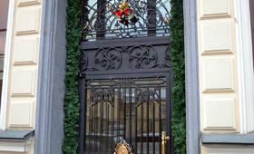 Вход в жилой комплекс «ДДом на Большой Никитской, 45» (01.12.12)