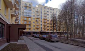 ЖК «Петровский» (п. Мечниково): Двор и подъезды, 10.04.2015 г.