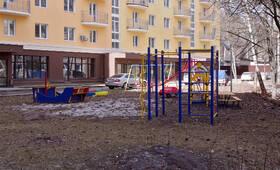 ЖК «Петровский» (п. Мечниково): Детская площадка, 10.04.2015 г.