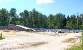 ЖК «Лебединое озеро»: 24.06.2014 - Место строительства. В целом, строительство заморожено, работ не ведется, техника и люди на стройплощадке отсутствуют