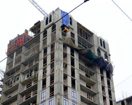 ЖК «Соколиный форт»: 20.06.2015 - Фрагмент новостройки, верхние этажи, со стороны ул. Миллионной, Июнь 2015