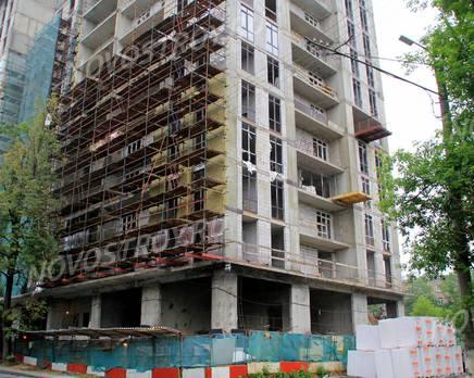 ЖК «Соколиный форт»: 20.06.2015 - Фрагмент новостройки, нижние этажи, со стороны ул. 1-ой Мясниковской, Июнь 2015