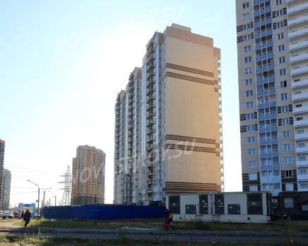 ЖК «Паркола»: боковой фасад, вид с ул. Заречная. 11.09.2015, Сентябрь 2015
