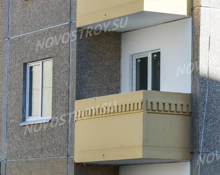 ЖК «Дом Хороших Квартир»: балконы и окна на фасаде 11 корпуса (20.03.16), Апрель 2016