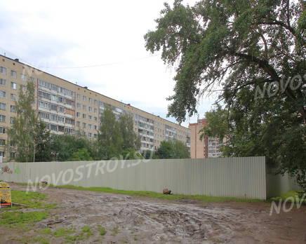 ЖК «Дом на улице Красных Партизан»: вид с прилегающей территории., Июль 2016