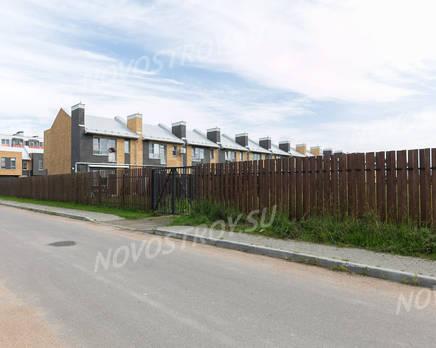 Малоэтажный ЖК «Новые кварталы Петергофа»: фото с хода строительства, Август 2019