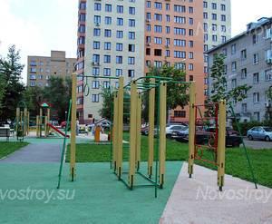 Детская площадка у ЖК «Дом на ул. Победы, 28» (10.08.2013 г.)
