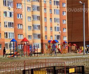 ЖК «5-ый мкрн. Северный»: 11.04.2015 - Детская площадка у многосекционного корпуса
