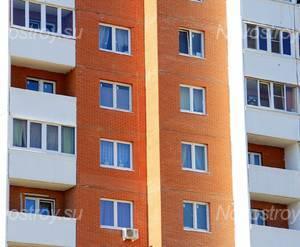 ЖК «Дом на ул. Высоковольтная, 5»: 11.04.2015 - Фрагмент средних этажей, вид со стороны ул Высоковольтная, крупный план