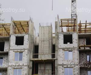 ЖК «Дом на Социалистической, 114»: верхние этажи, вид со двора (17.05.15)