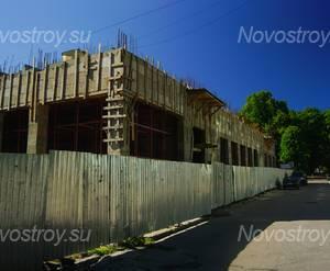 ЖК «Торкельская ратуша»: вид с угла дома (17.06.15)