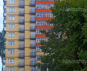 ЖК «Дом на Зеленой»: 02.08.2015 - Фрагмент построенного корпуса, средние этажи, вид со двора