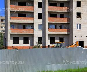 ЖК «Дом на улице Декабристов»: 08.08.2015 - Фрагмент корпуса, нижние этажи