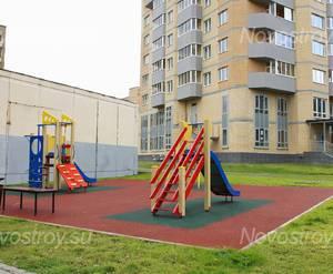 ЖК «Дом на Можайском шоссе»: Детская площадка во дворе. 14.10.2015