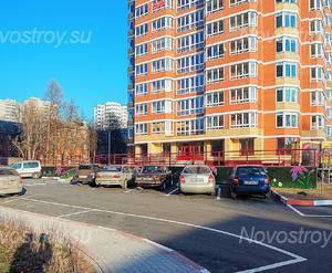 ЖК «Дом на улице Школьная, 4/1»: 07.11.2015 Паркинг между домами