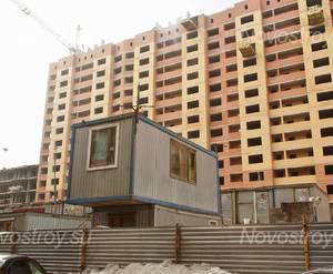 ЖК «на ул. Дубки»: Строящийся корпус и бытовки строителей. 22.02.2015