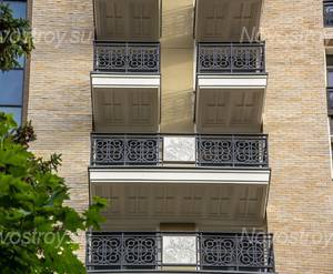 МФК «Люсиновский»: Два вида балконов: сплошной на два окна и выше по квадратному балкону под каждый окном