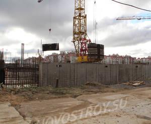 Малоэтажный ЖК «Новый Петергоф»: ход строительства корпуса №5.2 из группы застройщика