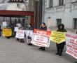 Дольщики долгостроя на Полярной пикетируют Минстрой