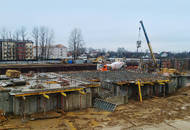 Строительство ЖК «Дом с фонтаном»: ведется монтаж первого этажа