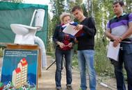 Унитаз, палаточный лагерь и пикеты у Смольного: как митингуют дольщики