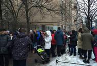 Дольщики ГК «Город»  собрались перед приемной президента в Петербурге