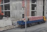 Дольщики ГК «Город»: с «Ленинского парка» вывозят стройматериалы