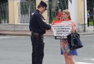 Дольщики ГК «Город» вышли в центр Петербурга на пикеты