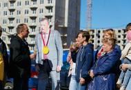 Дрозденко наградили медалью «за многолетнюю борьбу с обманутыми дольщиками»