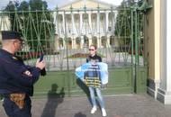 Дольщики апарт-отеля на улице Крыленко празднуют победу. Они смогут получить свои квадратные метры
