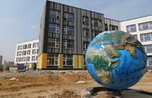 Более тысячи школьников Новой Москвы лишились Дня знаний: их школа признана самостроем