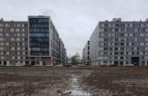 Жители квартир за 15 млн в центре города месят грязь по «царской тропинке»