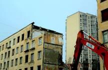 В Петербурге по реновации снесли шесть домов. Под прицелом бульдозеров Колпино и еще более 20 петербургских кварталов