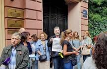Власти ответили обманутым дольщикам, которые устроили акцию у полпредства президента в Петербурге