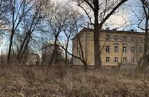 В центре Петербурга в окружении жилых домов может вырасти гостиница: участок рядом с берегом Невы продаётся под застройку