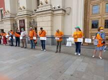 У мэрии Москвы обманутых дольщиков ЖК «Царицыно» попытались «вытравить» дезоксилом, заглушить сиренами и задержать