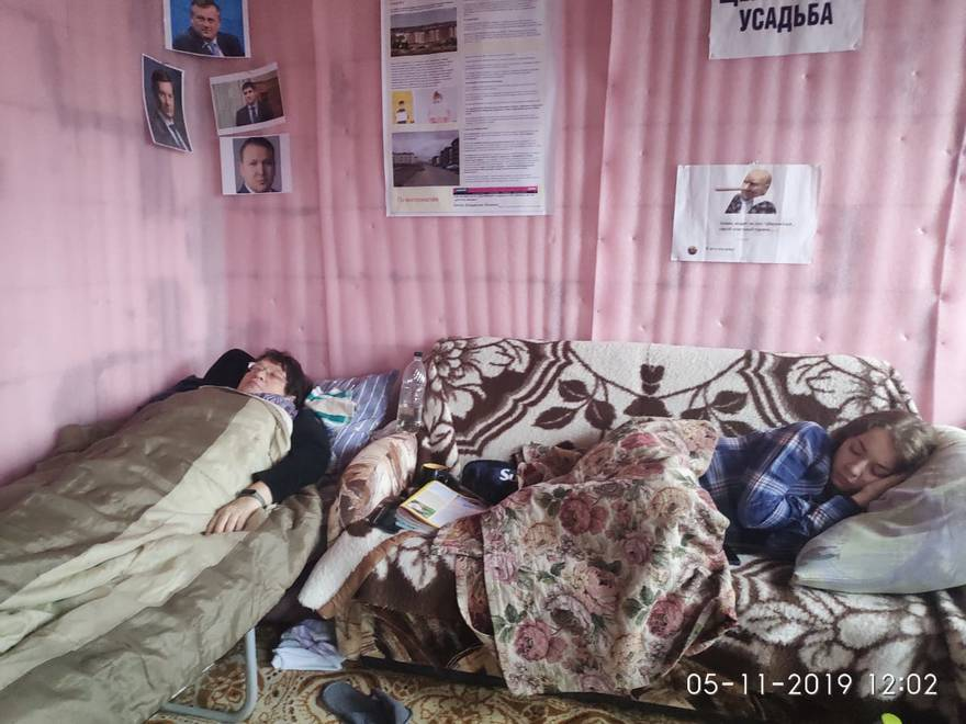 Дольщики «Щегловской усадьбы» второй день голодают за достройку домов