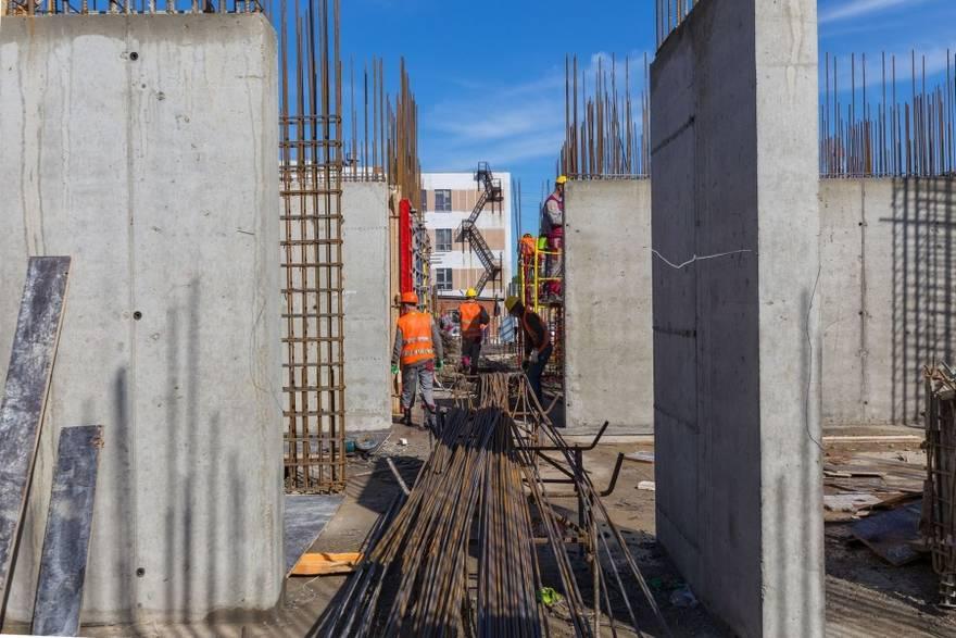 Ход строительства одного из жилых комплексов в Новой Москве